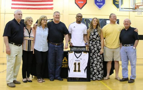 Emanuel Davis becomes first Redskin to have jersey retired